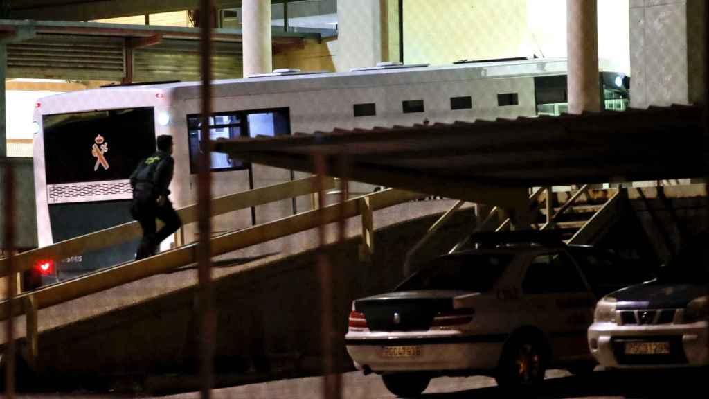 Llegada de Ignacio González a la prisión de Soto del Real, en la noche de este viernes.