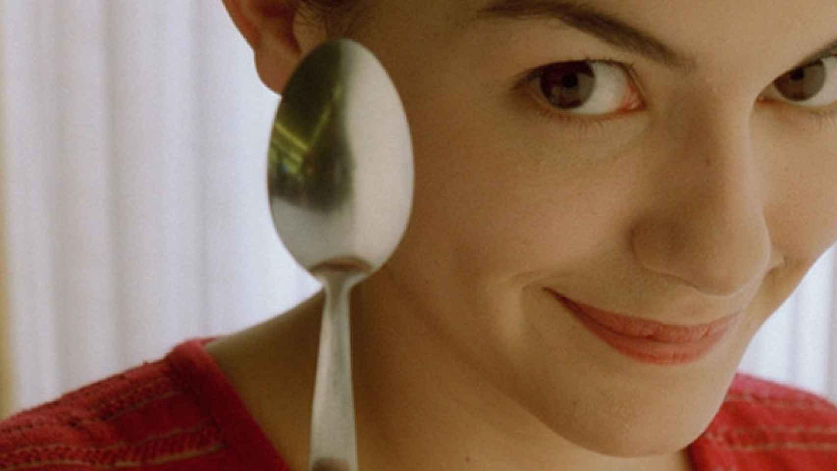 Ricos en vitaminas A y E, antioxidantes y minerales; hacemos una selección de los alimentos fundamentales para nutrir nuestro organismo y conseguir un aspecto terso, luminoso y bronceado.  Imagen de la película Amélie (2001).