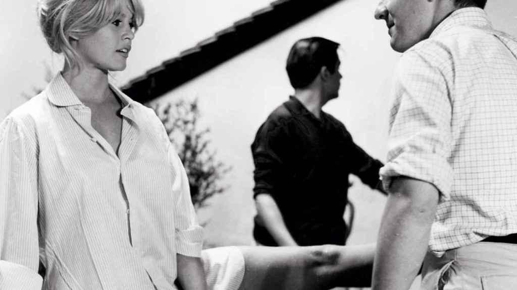 La actriz Brigitte Bardot en una de las escenas del film: El amor es asunto privado (1962)