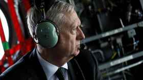 Mattis llega a Kabul en helicóptero.