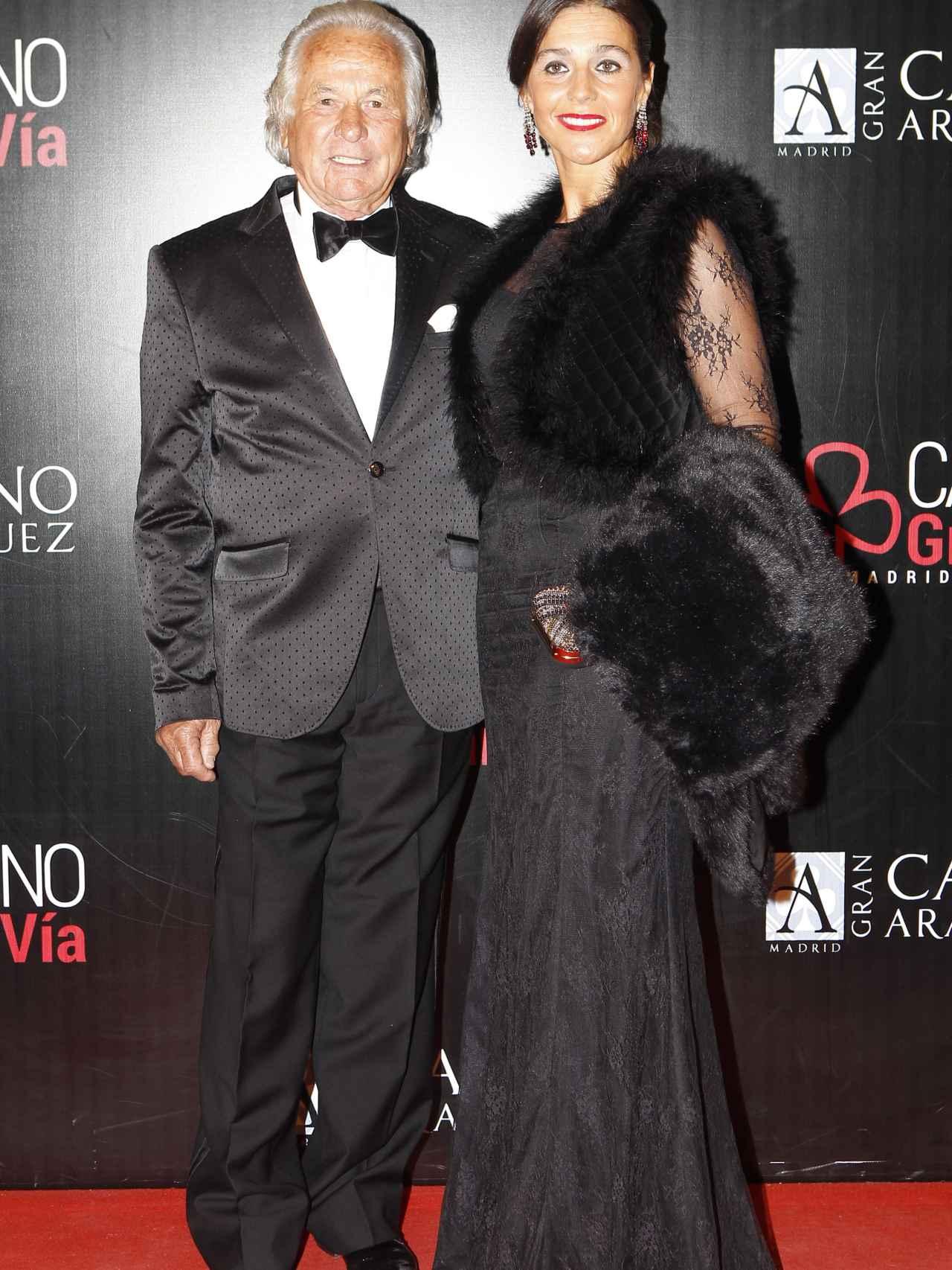 Palomo Linares y su pareja Concepción Azuara en los premios Antena de Oro 2015.