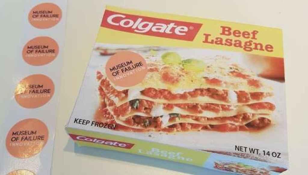 La marca de dentífricos Colgate se lanzó a la lasaña de carne. Lo recoge el Museo de los Fracasos de Samuel West.