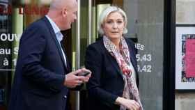 Le Pen y su guardaespaldas.