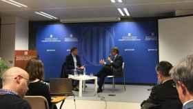 Mas conversa en Bruselas con el periodista Jean Quatremer