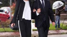 Miguel Palomo Danko y su novia a su llegada al tanatorio.