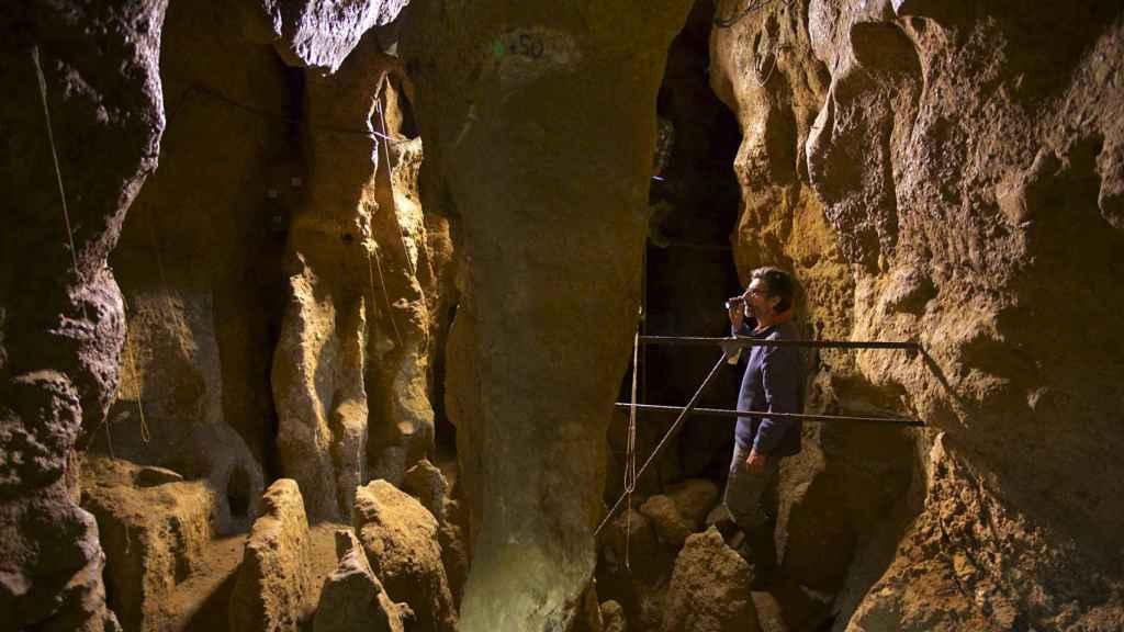 Interior de la cueva de El Sidrón, en Asturias.