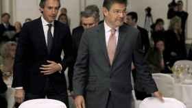 El ministro de Justicia, Rafael Catalá,(d.) acompañado por el de Fomento, Íñigo de la Serna, este jueves.