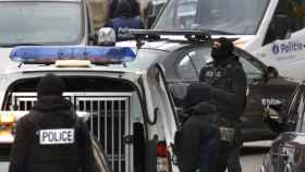 Un sospechoso y dos policías heridos en un tiroteo en una operación antiterrorista en la isla de Reunión