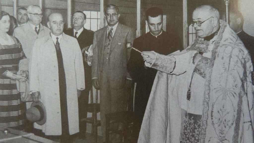 Franco y el obispo de Urgell inauguran una central del Noguera Ribagorzana en 1953.