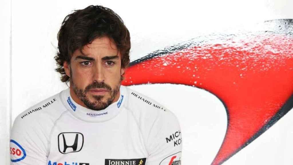 Alonso, en el box de McLaren.