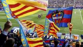 Aficionados del Levante celebran el ascenso.