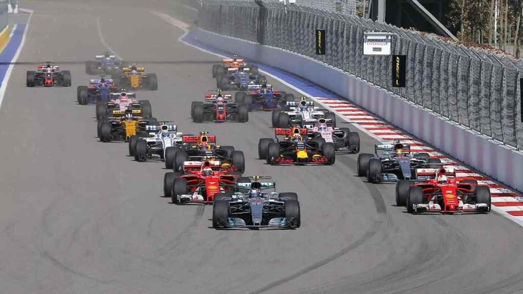 El finlandés toma la delantera en la salida de la carrera.
