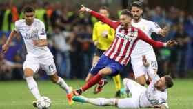Casemiro, Ramos e Isco ante Carrasco en la última final de Champions.