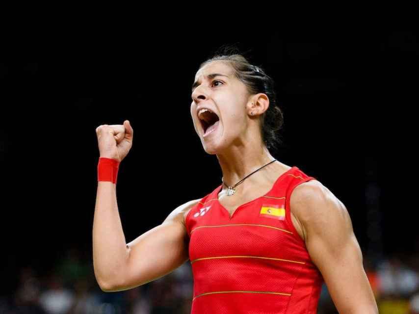 Carolina Marín celebra su tercer título en el Europeo de bádminton.