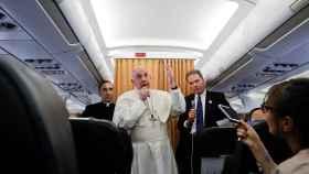 Francisco, durante su rueda de prensa en el avión que le llevaba a Roma.
