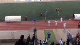 Ultras del Alcalá saltan al campo para linchar a los jugadores del San Fernando