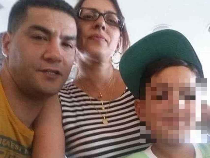 Markel Malik, a la izquierda, es el presunto asesino de su mujer (centro) y su hijo (derecha)