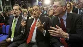 Mariano Rajoy, Mauricio Casals (centro) y Alberto Ruiz-Gallardón.