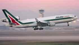 Vista del despegue de uno de los aviones de la aerolínea Alitalia.