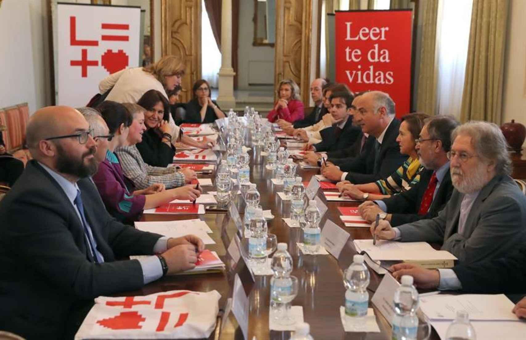 Los integrantes del Observatorio del libro reunidos en la Secretaría de Estado de Cultura.
