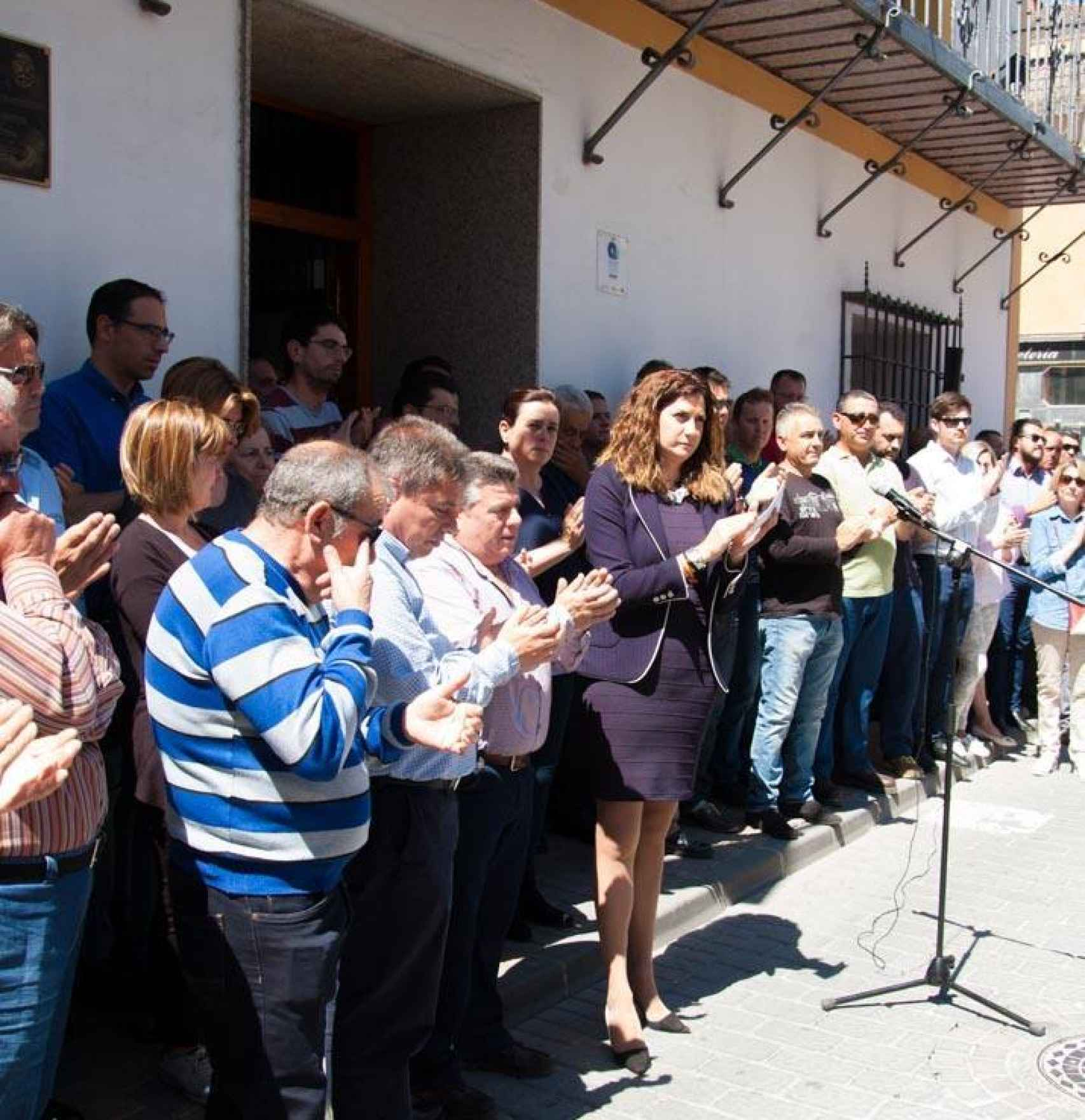 Patricia Fernández, alcaldesa de Archena, homenajea a Juan Carlos.