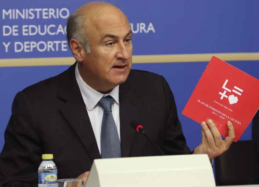Fernando Benzo, secretario de Estado de Cultura, presentando el plan de fomento a la lectura.