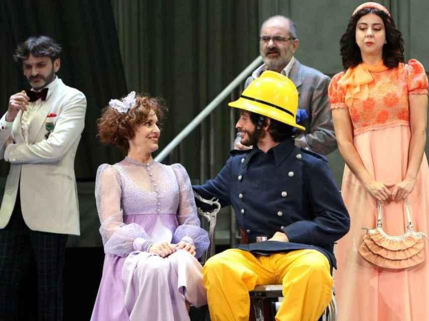 Escena de La cantante calva en el Teatro Español.