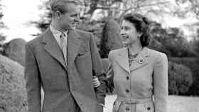 La reina de Inglaterra y su marido, en 1947.