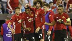Los jugadores del United celebran el gol en Balaídos.