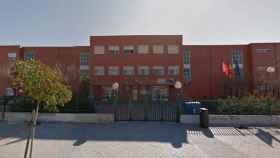 Fachada del instituto público de Valdebernardo.