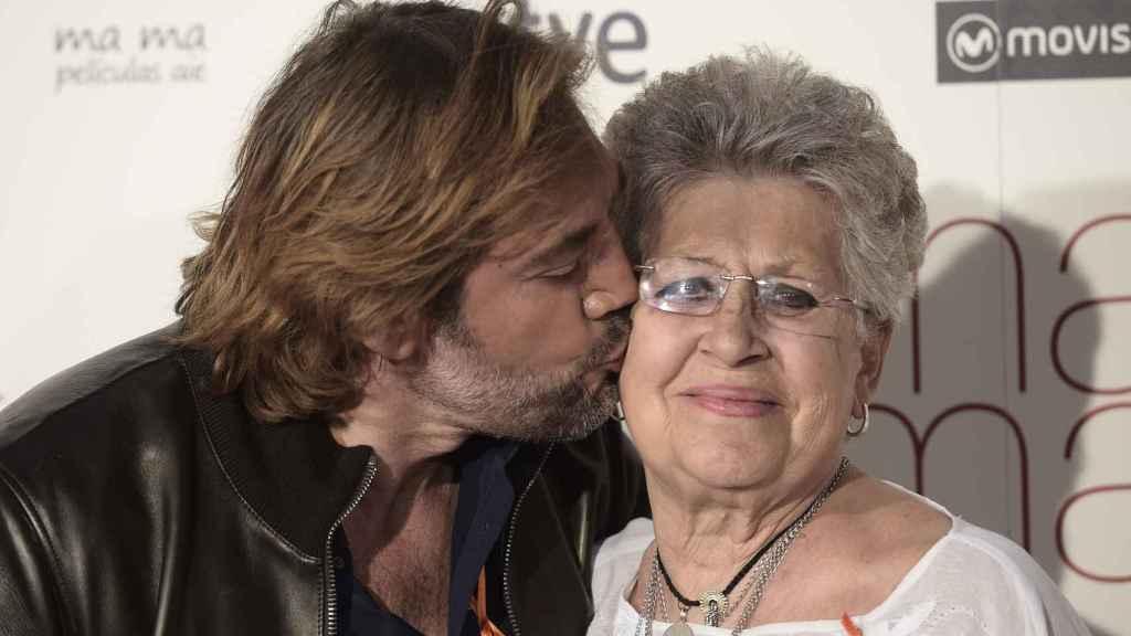 Pilar Bardem con su hijo Javier