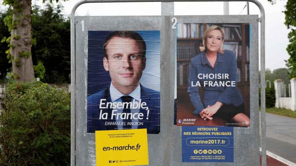 Carteles de los dos candidatos en Saint-Josse, al norte de Francia