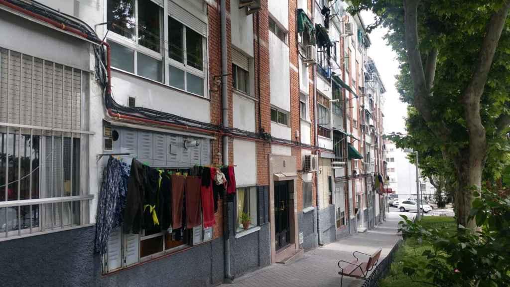 Calle Camino Viejo de Vicálvaro, donde se encuentra el instituto.