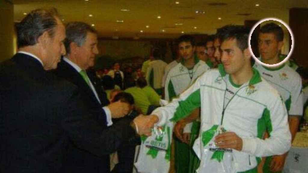 Manuel Herrera, en su etapa de jugador del Betis, junto a Manuel Ruiz de Lopera.