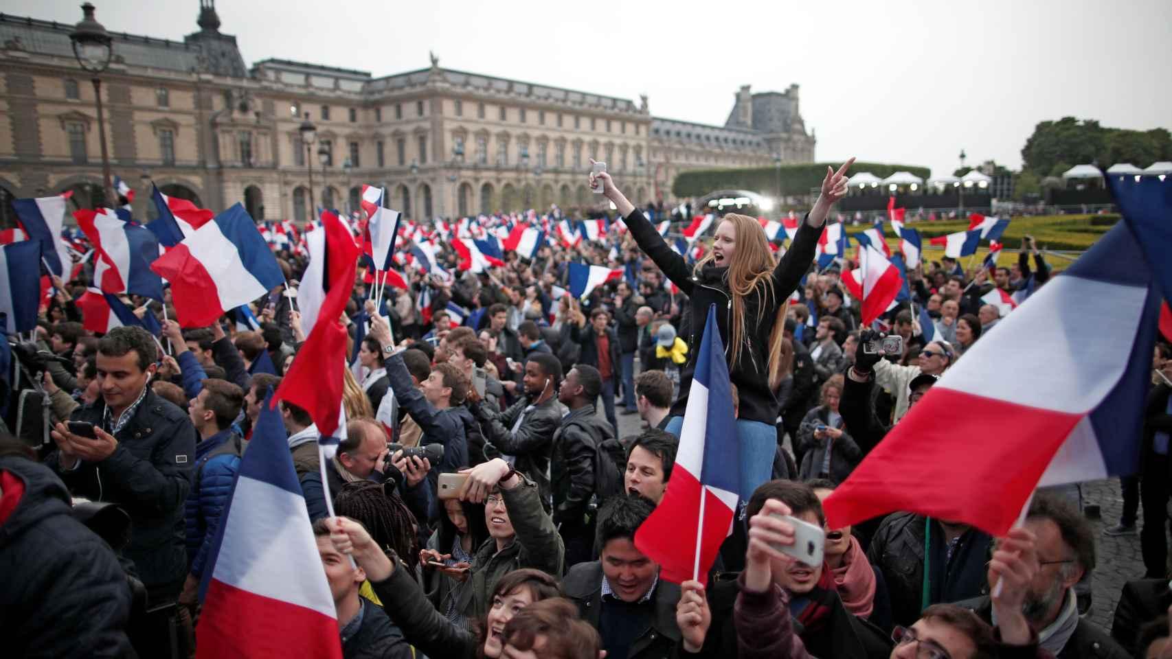 Celebración por la victoria de Macron en el Louvre