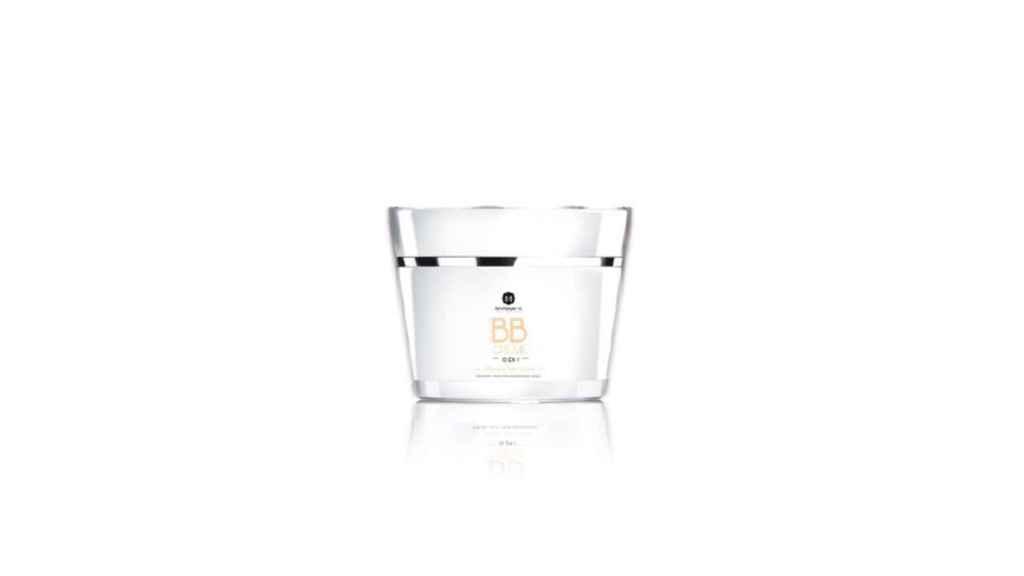 Crema suavizante efecto BB Cream de Myriam K, recomendable su uso junto al champú de la misma línea para potenciar el acabado de peluquería y conseguir resultados más duraderos.