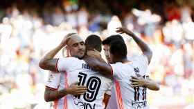 Jugadores del Valencia celebran un gol ante Osasuna.