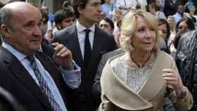 Esperanza Aguirre junto a Beltrán Gutiérrez, uno de sus hombres fuertes cuando presidía Madrid