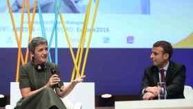 Macron conversa con la comisaria Vestager cuando era ministro de Economía.
