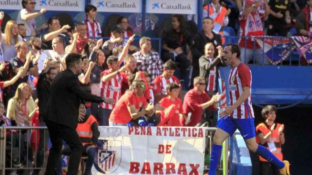 Godín y Simeone celebrando el gol del primero.
