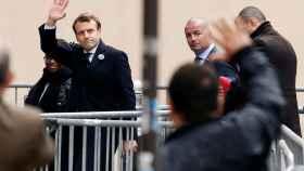 Macron llegando este lunes a las oficinas de su partido en París