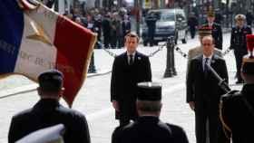 Emmanuel Macron y François Hollande, en el homenaje por el Día de la Victoria.