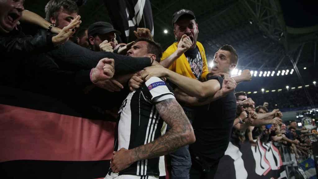 Mandzukic celebra su gol contra la Juventus.