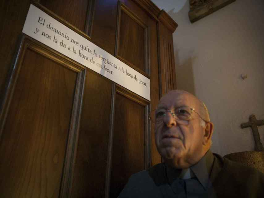 Portela, uno de los mayores exorcistas de España, dejará de ejercer como párroco.