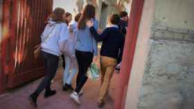 Alumnos del colegio de Nuestra Señora del Recuerdo asisten este miércoles al centro.