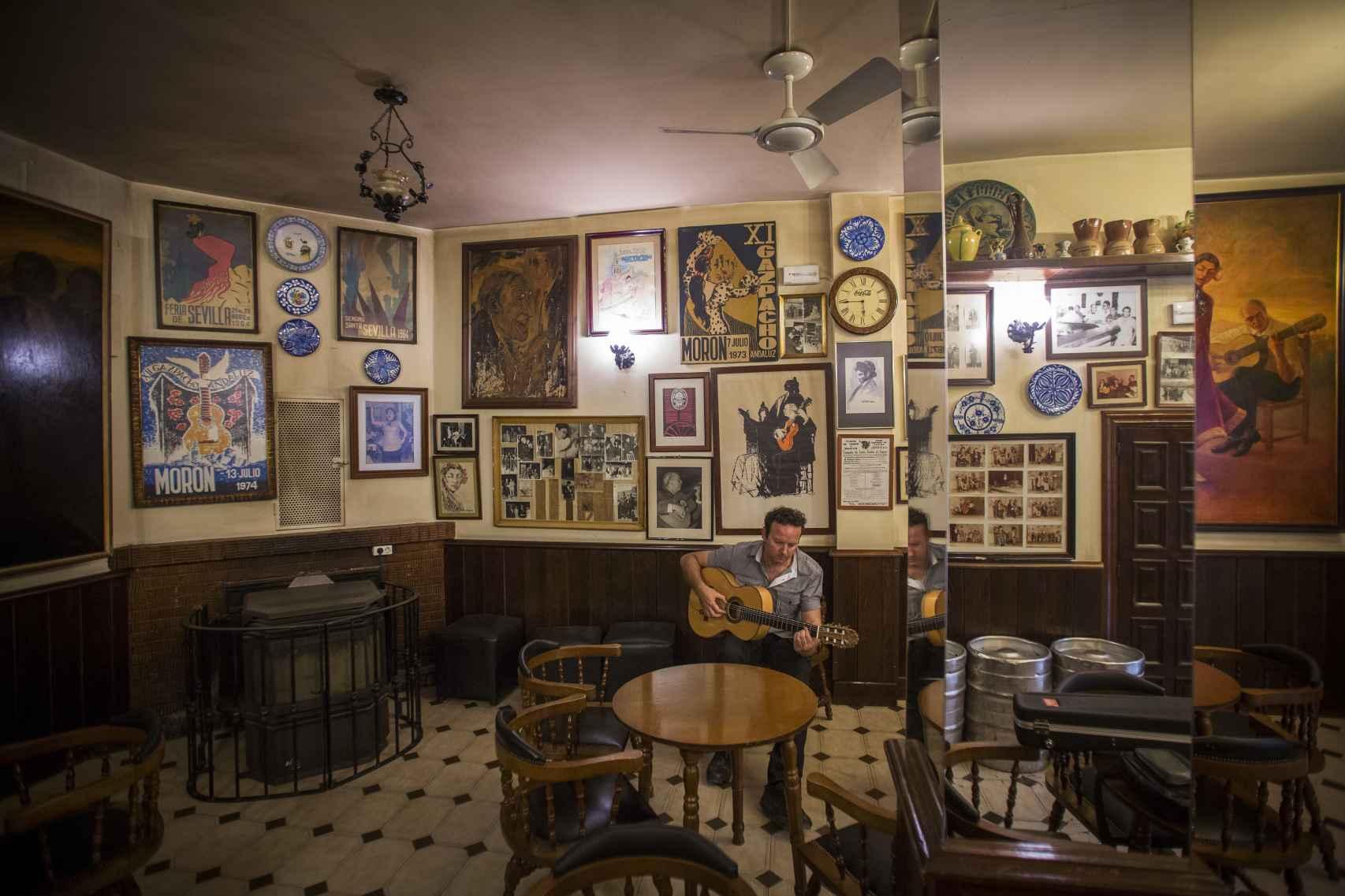 Interior del bar Alemán de Morón de la Frontera (Sevilla).