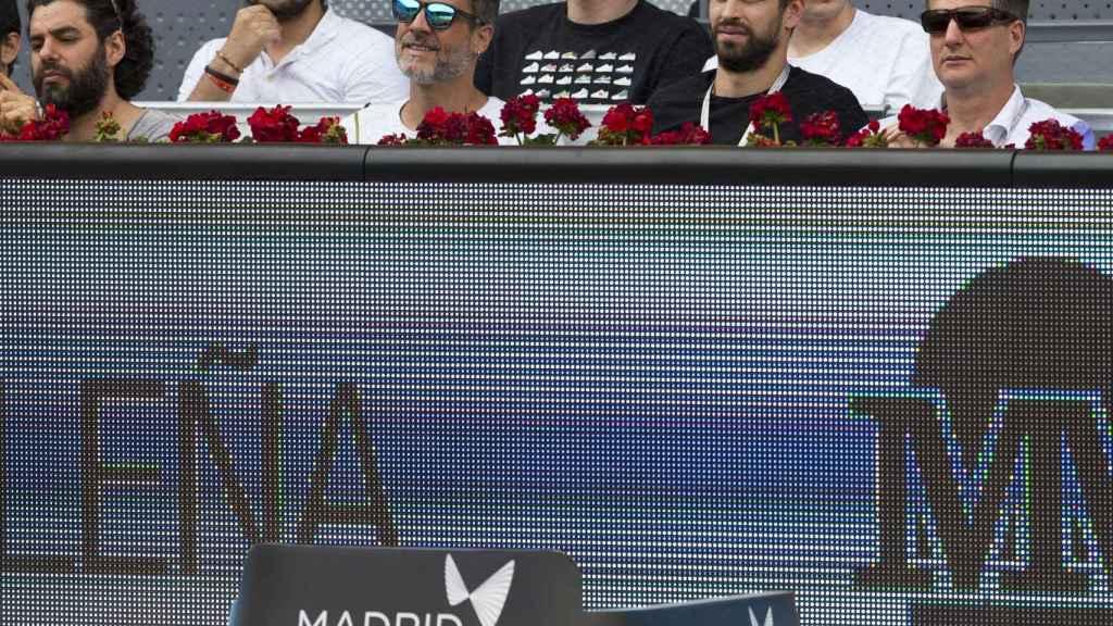 Piqué, viendo un partido en el Mutua Madrid Open.