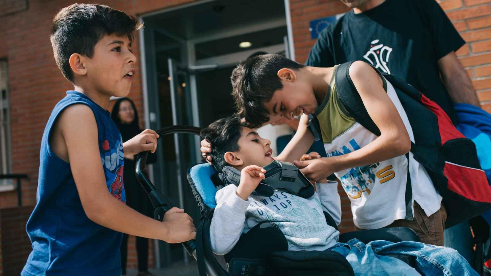 El niño afgano con parálisis cerebral