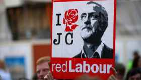 Pancarta a favor del líder laborista británico Jeremy Corbyn