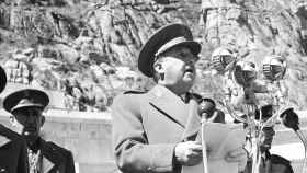 Franco pronuncia un discurso durante la ceremonia de inauguración del Valle de los Caídos en 1959.